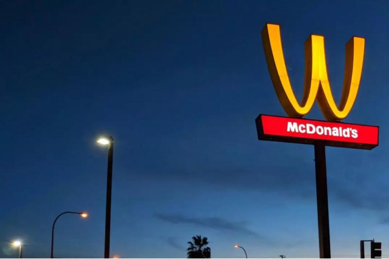 日前傳出中國麥當勞改名為「金拱門」的消息,立刻引起網友們熱烈討論。除了「金拱門」之外,還有哪些知名企業也曾經改過名、他們改名又是為了甚麼呢?(圖/愛范兒提供)