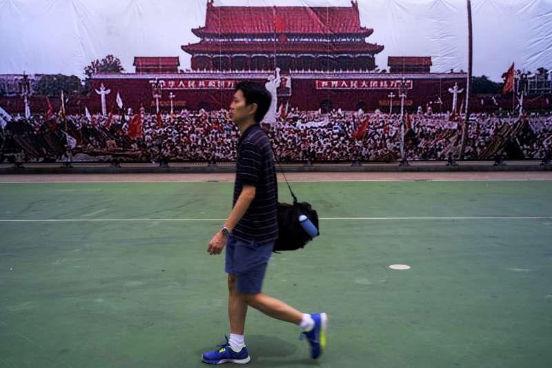香港天安門事件29周年紀念活動,呼籲平反六四,釋放劉俠。(美聯社)