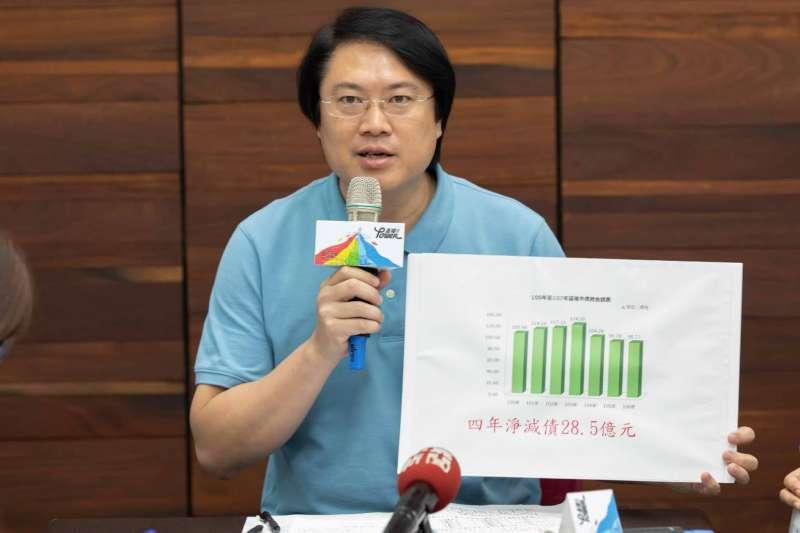 基隆市長林右昌說,市府3年成功減債28億,財政等級升等。(基隆市政府提供)