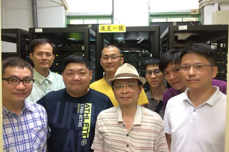 20180605-台北國際電腦展(COMPUTEX 2018)5日登場,成大超級電腦中心團隊合影。(成大超級電腦研究中心提供)