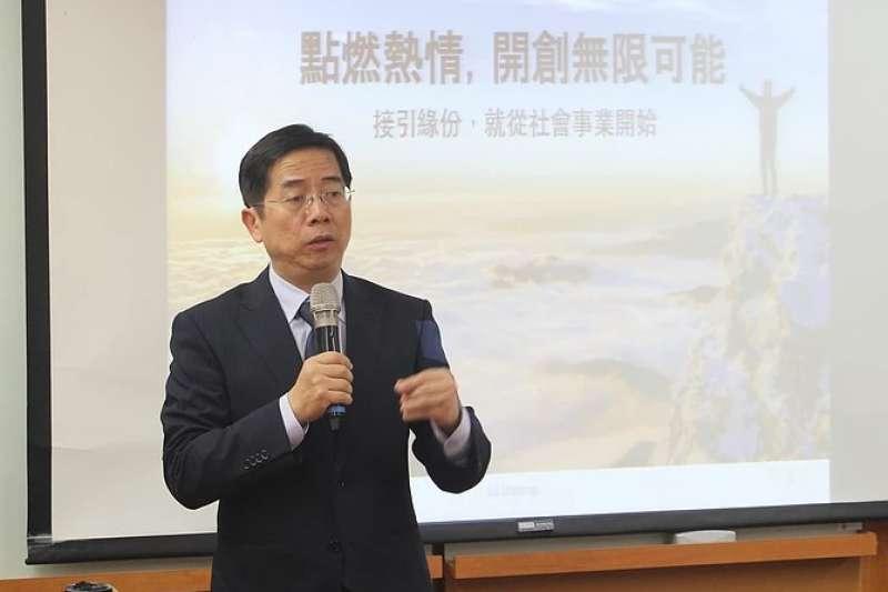 政大社科院院長江明修指出,會加強大學與社會的連結,鼓勵師生投入周邊社區發展。(取自政大網站)