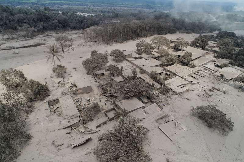 2018年6月,瓜地馬拉「福埃哥火山」(Volcán de Fuego)猛烈噴發(AP)