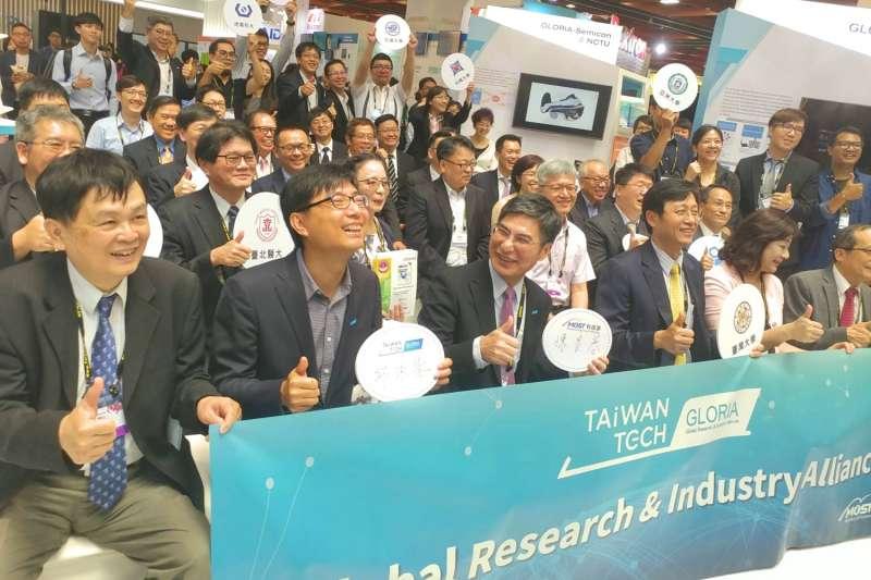 科技部舉辦產學聯盟發表媒合會,其中成功大學超級電腦團隊引起大廠重視。(成功大學提供)