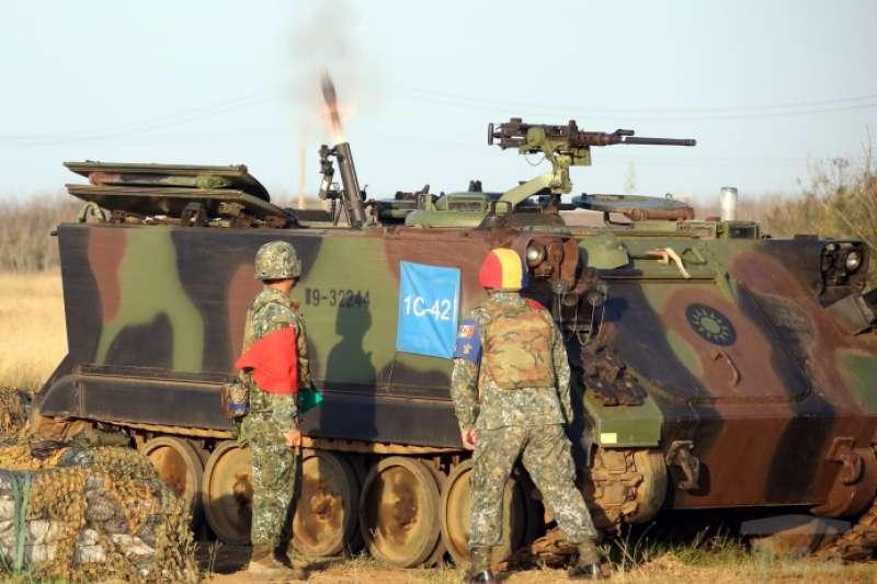 澎防部所屬機步營今日實施81迫砲、120迫砲實彈射擊。(取自軍聞社)