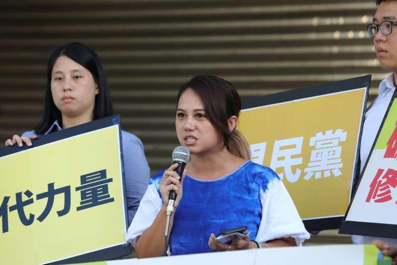 Lima台灣原住民青年團代表洪簡廷卉指出,在國際上,「採礦計畫開始前就需得到原民知情同意」已獲普遍的肯定。(地球公民基金會提供)