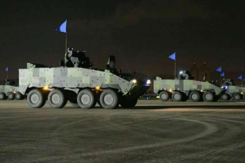漢光演習,在台北市松山機場內,今天凌晨上演反空機降戲碼。圖為雲豹甲車。(取自臉書「憲兵指揮部發言人」)