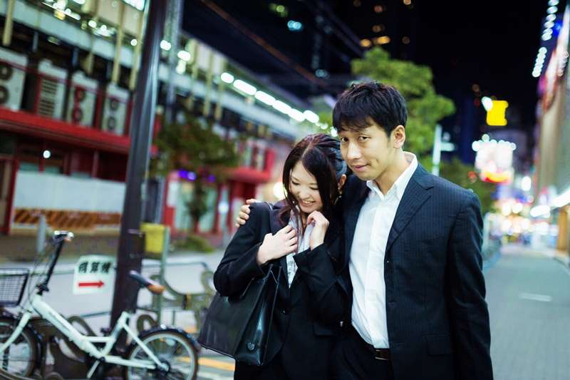 日本正在走向「一夫多妻」的社會?(示意圖/pakutaso)