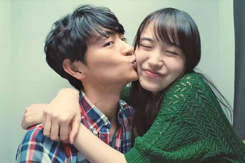 男人期待接吻,女人期待接吻之後。啟動男女愛情的誘因不同,真愛也可能因此擦身而過。(示意圖非本人/翻攝自youtube)