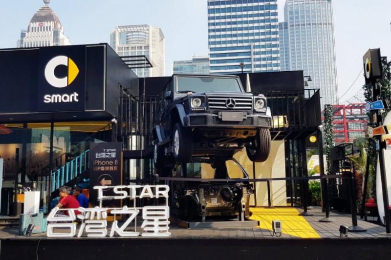 不同於電信三雄的具體圖騰,台灣之星選擇以乾乾淨淨單純的字體作為企業Logo。(圖/數位時代提供)