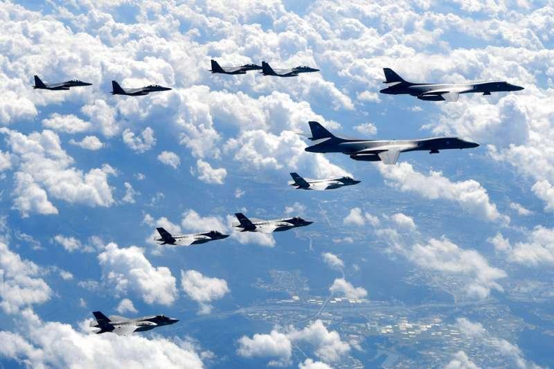 美國聯邦參議院18日通過《2019財政年度國防授權法》,將禁止土耳其參與F-35戰機計畫,也不得使用F-35戰機。圖為F-35B匿蹤戰機。(AP)