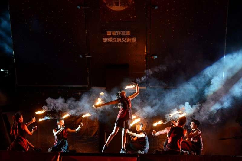 紙風車藝術卡車行動開台秀,6月9日在台北市信義國小表演。(紙風車提供)