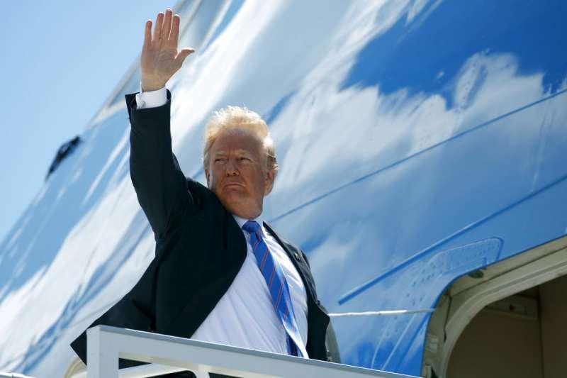 2018年6月9日,美國總統川普離開加拿大舉行的G7峰會,搭乘專機直飛新加坡。(AP)