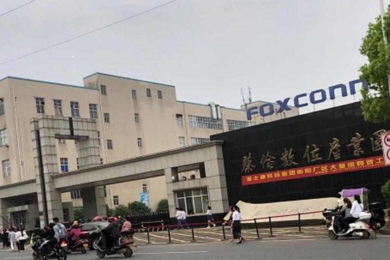 中國勞工觀察組織為期九個月的臥底調查後,揭露亞馬遜(Amazon)位於中國衡陽富士康(Foxconn)代工廠的血汗內幕,而這已經不是第一次亞馬遜傳出血汗對待勞工。(圖/取自chinalaborwatch,數位時代提供)