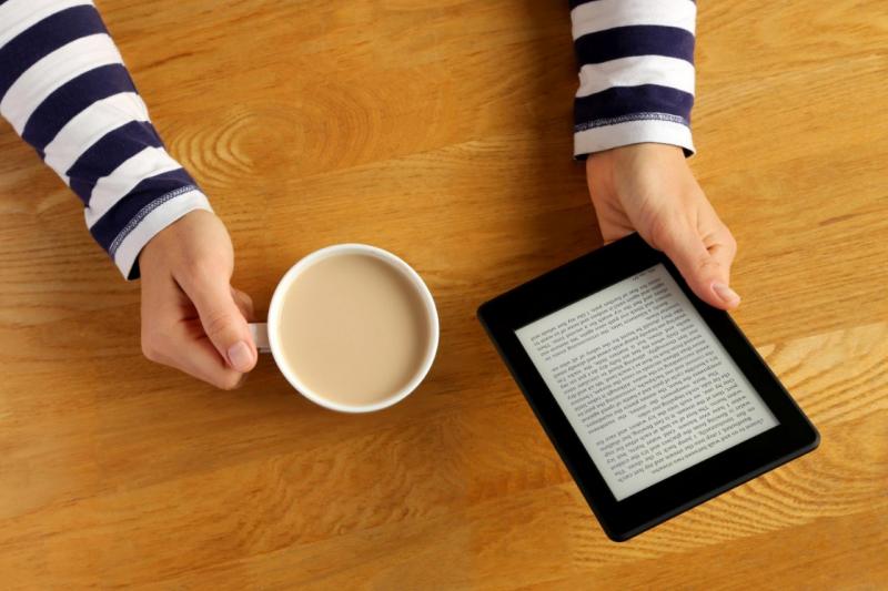 作者說,出版市場已經不是產業內的競爭而已,畢竟閱讀是「花時間」的,而其他娛樂可能是「殺時間」。(資料照,取自shutterstock,數位時代提供)