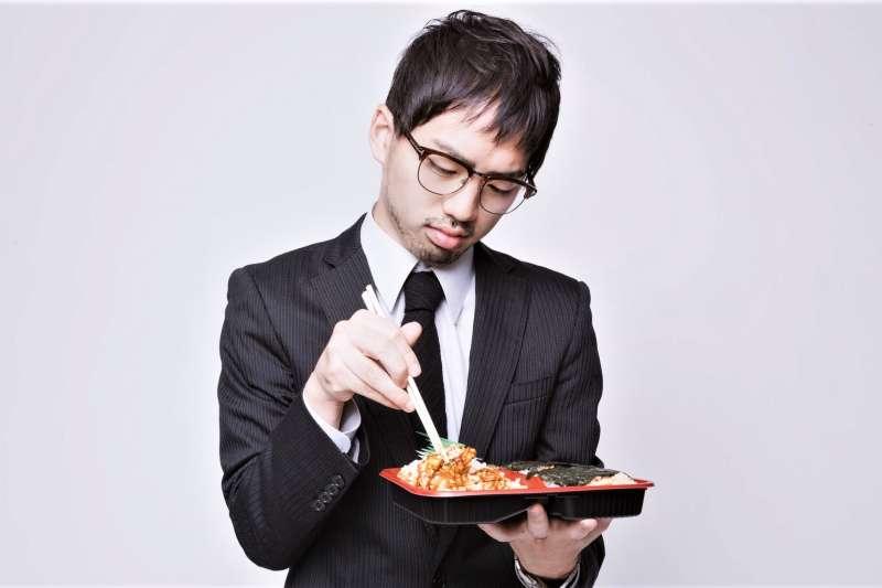 不少外食族為了方便,常選擇調理食品當作一餐,但是這些調理食品又常被貼上不營養的負面標籤。究竟該怎麼選擇才能吃的安心又健康呢?覺得微波食物都比較難吃?也有可能是你加熱方式錯了!(圖/取自pakutaso)