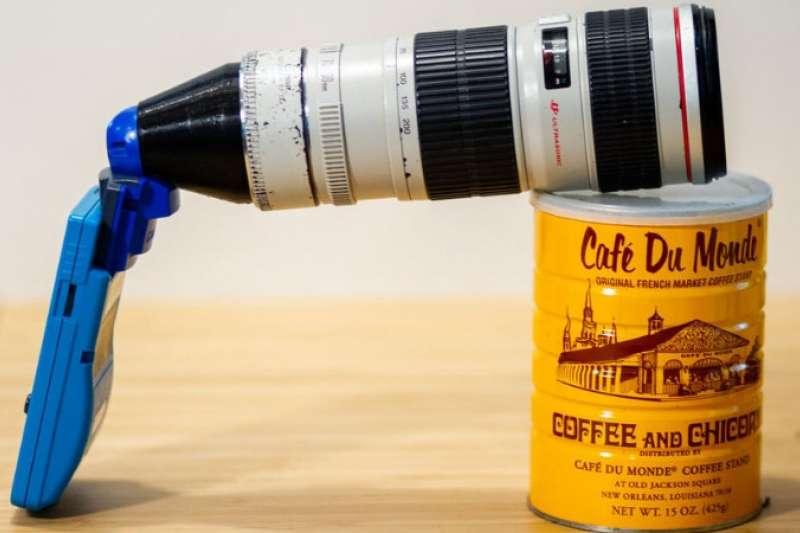 外國攝影師超狂!將Canon 長鏡頭與掌上遊戲機完美合體,甚至還能拍月亮。(圖/Ekeler Design,智慧機器人網提供)