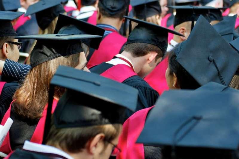哈佛大學學生媒體《哈佛深紅報》對2018年應屆畢業生作了一項調查。(圖/BBC中文網)