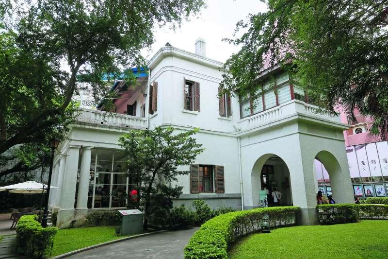 台北市目前的文藝重地光點咖啡,過去是美國駐台領事館。(柯承惠攝)