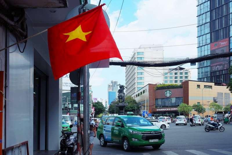 越南國會通過了《網路安全法》,除了加強打擊網路犯罪行為、反政府言論,更要求Facebook、Google這些科技巨頭,必須在越南設立辦公室,甚至必須配合當局,在24小時內刪除被認為不符規定的言論。(圖/取自shutterstock,數位時代提供)