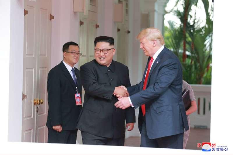 2018年6月12日新加坡川金會,金正恩與川普相談甚歡(朝中社)