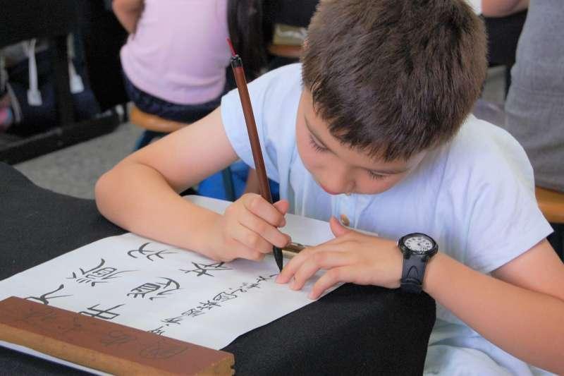 道禾實驗教育學校的茶道、書法課程,就是個能讓學生提升「身心素質與自我精進」的好例子。(示意圖,與內文無關/國安 國小 台中市@flickr)