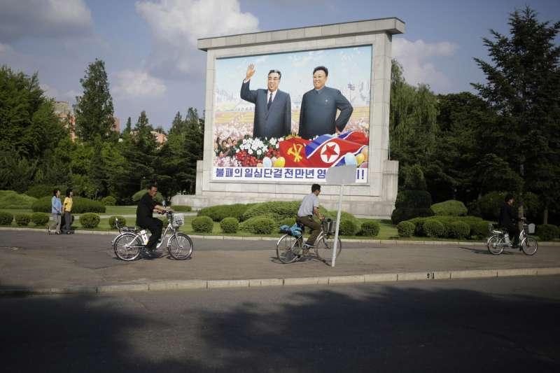 北韓前兩人最高領導人金日成與金正日(AP)