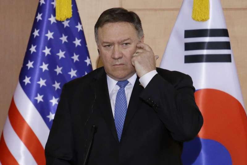 2018年6月14日,美國國務卿龐畢歐召開記者會,說明他與南韓外長康京和、日本外務大臣河野太郎的會談(AP)