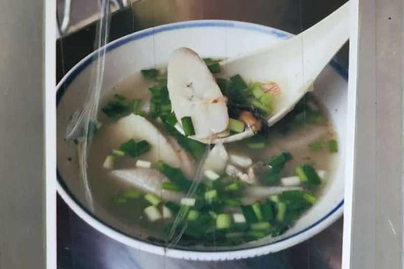 中央社董事長、作家劉克襄今在臉書表示,香蕉湯滋味美妙,令他念念不忘。圖為網友分享的香蕉湯。(取自法蘭克臉書)