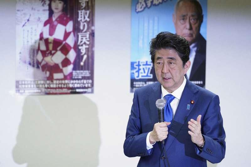 2018年4月,日本首相安倍晉三對「遭北韓綁架日本人」問題發表談話(AP)