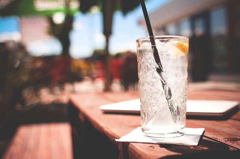 喝冰水並不會降低新陳代謝,相反的會有短暫的新陳代謝升高的現象。(圖/pixabay)