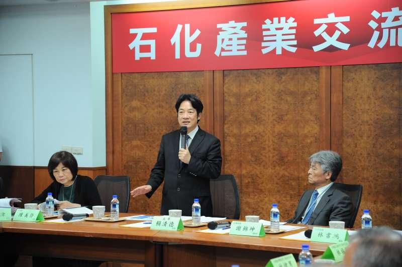 行政院長賴清德南下出席「石化產業交流座談會」,鼓勵企業投資台灣。(行政院提供)