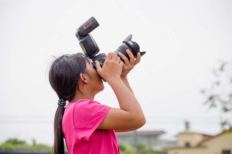這場為山上孩子所舉辦的攝影課程活動,不只讓孩子學會拍照技巧,並且激發了他們強烈的好奇心,想要透過鏡頭不斷探索。