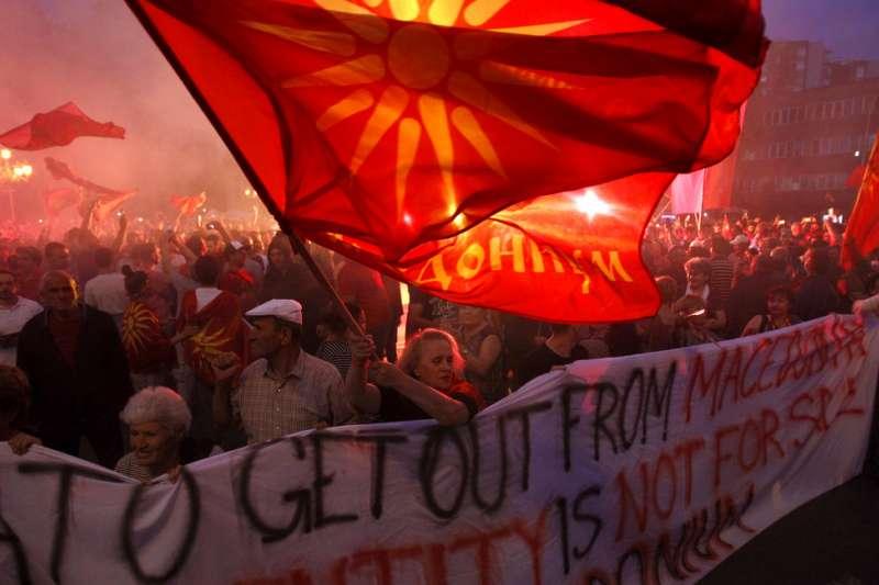 2018年6月13日,馬其頓共和國民眾抗議更改國名。(AP)