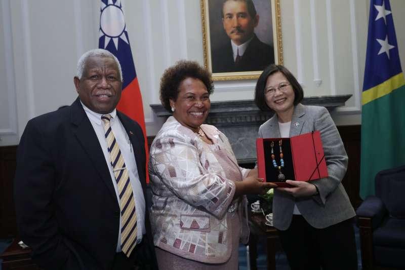 2018年5月21日,蔡英文總統會晤索羅門群島總理何瑞朗(總統府)