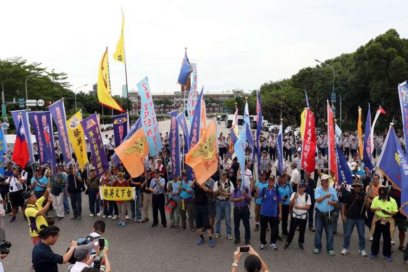 20180619-反年改團體八百壯士上午開始在立法院周邊集結。(蘇仲泓攝)