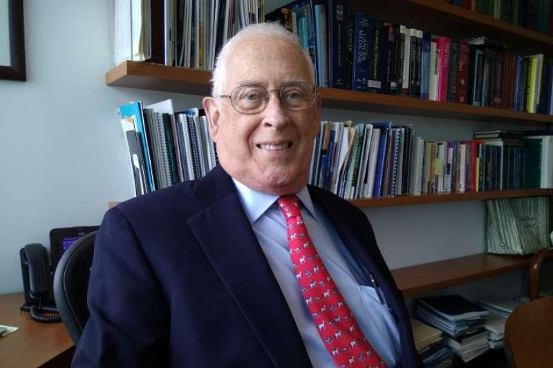 20180619-2018年唐獎生技醫藥獎得主,由三位美國知名學者共同獲得,表彰其發現蛋白質酪胺酸之磷酸化,並發現酪胺酸激酶為致癌基因,促成標靶治療在臨床上的成功應用。約翰•曼德森(John Mendelsohn)博士(取自唐獎官方網站)