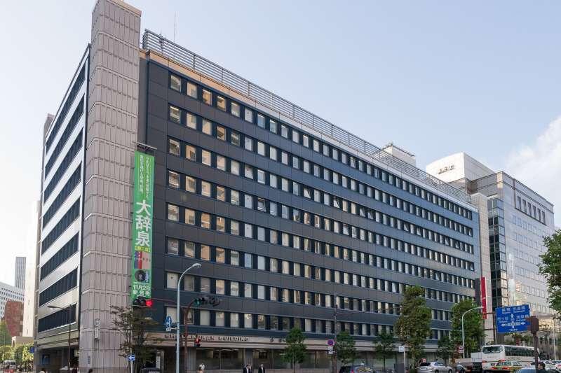 20180619-位於日本東京的第3代小學館大樓(左)和集英社大樓(右)。(取自Rs1421@Wikipedia/CC-BY-SA-3.0)