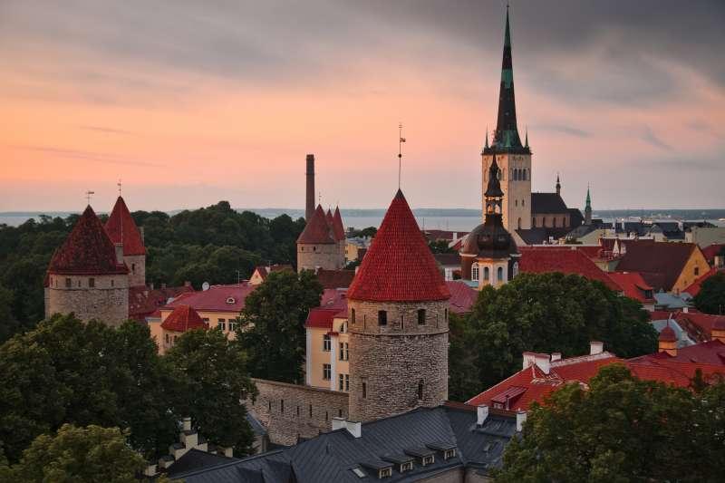 愛沙尼亞人口僅130萬,卻是世界上不容忽視的科技大國。圖為愛沙尼亞首都內的塔林聖奧拉夫教堂。(圖/Bob Oo, CC BY 2.0)