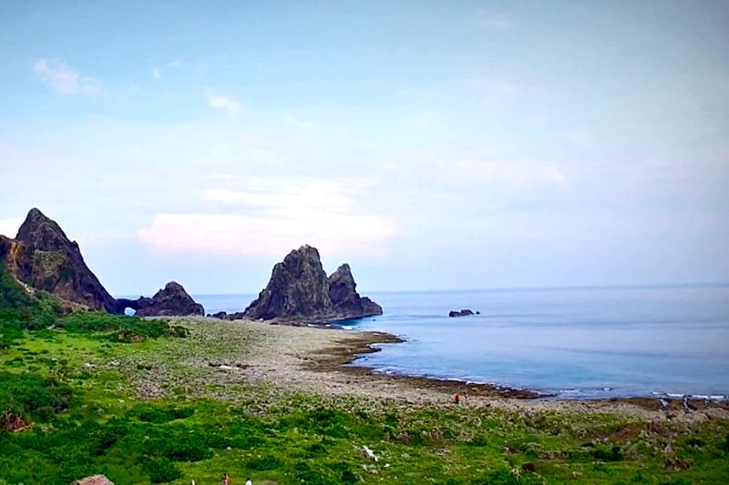 蘭嶼各地都有溫泉,但野銀白沙冷泉是蘭嶼必去的祕境!(示意圖/翻攝自youtube)
