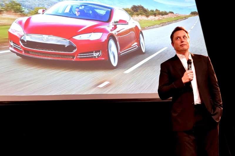特斯拉最近真的衰事連連,執行長馬斯克(Elon Musk)發了兩封信給全體員工,暗示有內鬼故意在搞破壞。(圖/Steve Jurvetson, CC BY 2.0)