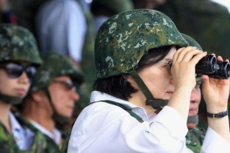圖為台灣總統蔡英文以三軍統帥身分視導漢光演習。(資料照片)