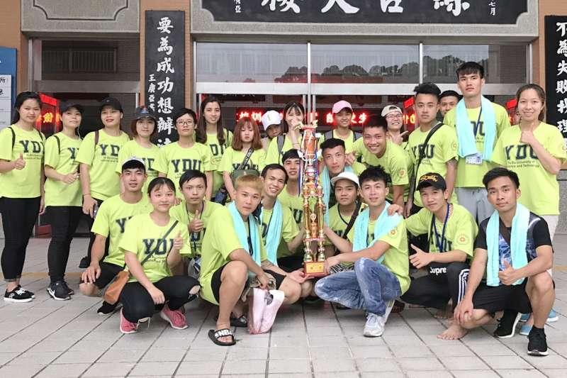 育達科大新南向專班的越南學生贏得「2018苗栗龍舟錦標賽」學生組冠軍。(圖/育達科大提供)