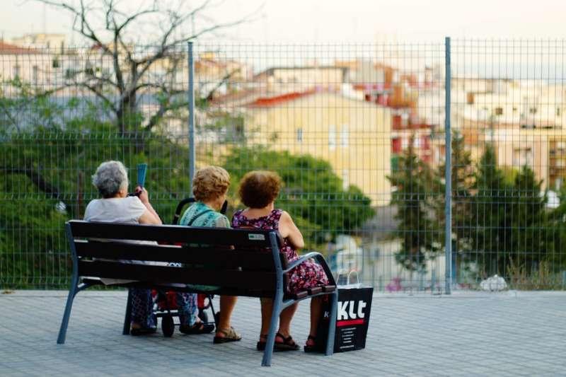 研究顯示,整體而言女性退休理財及長照需求高於男性。(示意圖/tiburi@pixabay)
