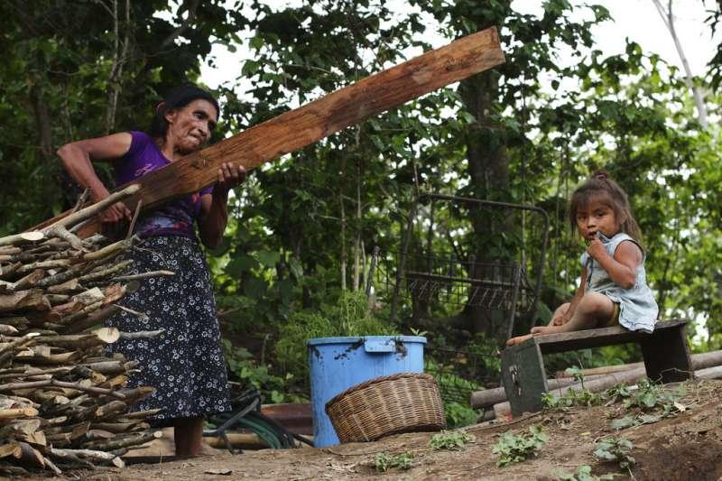 薩爾瓦多的居民辛苦度日。(AP)
