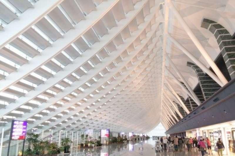 作者建議,桃園高雄台中機場航廈應積極擴建。(資料照)