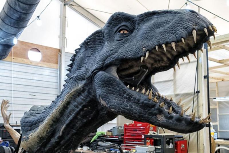 《侏羅紀2》的小藍竟非全以電腦動畫製成,而是真有其龍?為求逼真,團隊真的造出了一隻會動的「機械恐龍」!(圖/翻攝自popular mechanics,智慧機器人網提供)