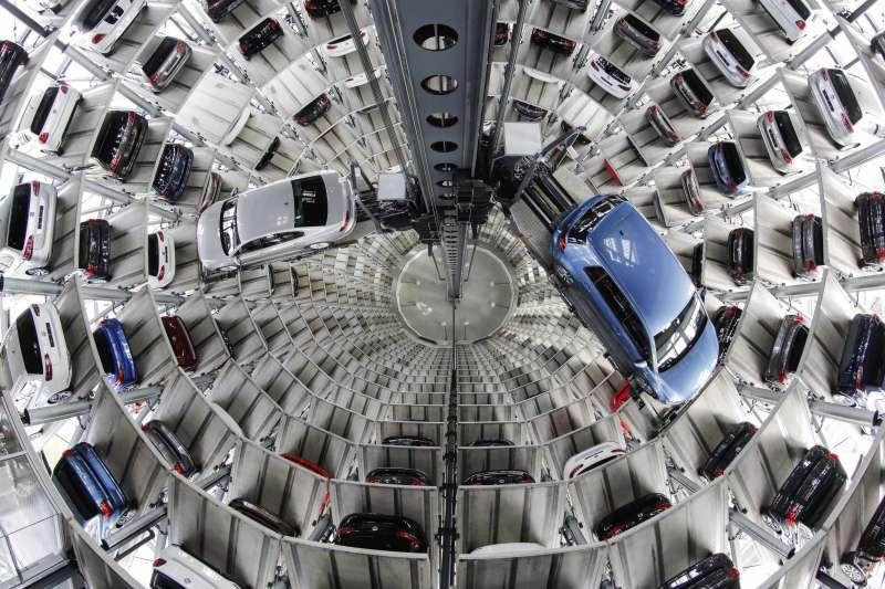 歐美貿易戰冤冤相報,2018年6月22日,美國總統川普威脅對從歐盟進口的汽車加徵20%關稅,德國車廠首當其衝,這是BMW(AP)