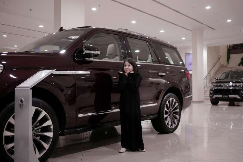 20180624,沙烏地阿拉伯女性終於可以駕車,女性駕車禁令解除,汽車業者也看好沙國市場。(美聯社)