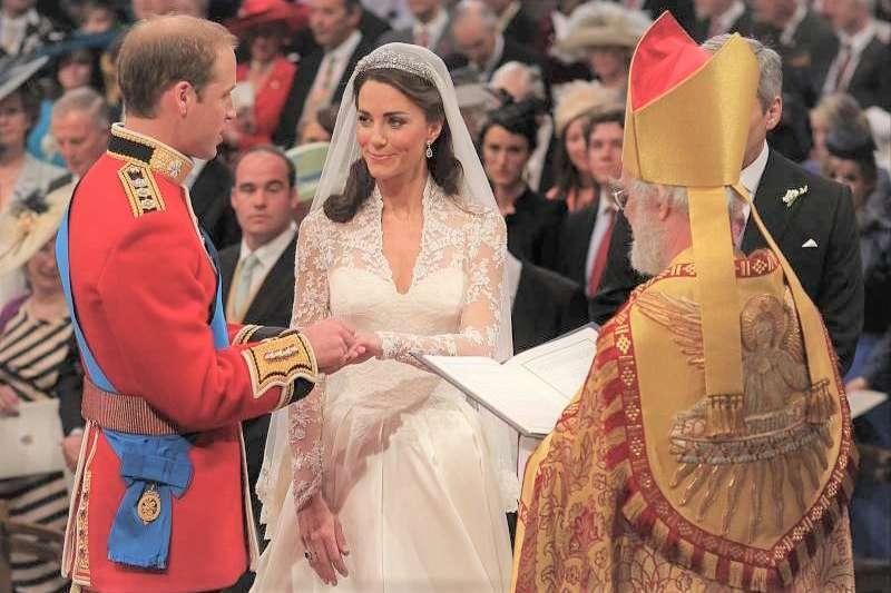 其實歐洲古代的婚紗未必是白色,紅色更受新娘歡迎。究竟現在流行的白紗是怎麼來的?(圖/*CUP提供)