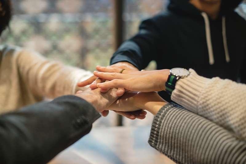 當你發現工作伙伴們的關係不佳,該怎麼處理?(圖/PEXELS)